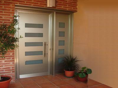 Elegir el tipo de puerta m s adecuado for Puerta entrada vivienda