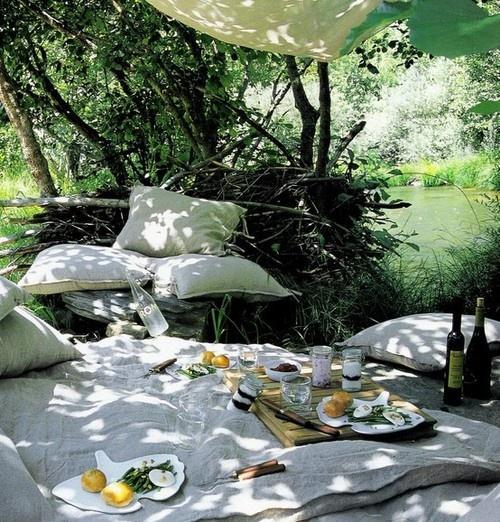 cena en terraza rom ntica. Black Bedroom Furniture Sets. Home Design Ideas
