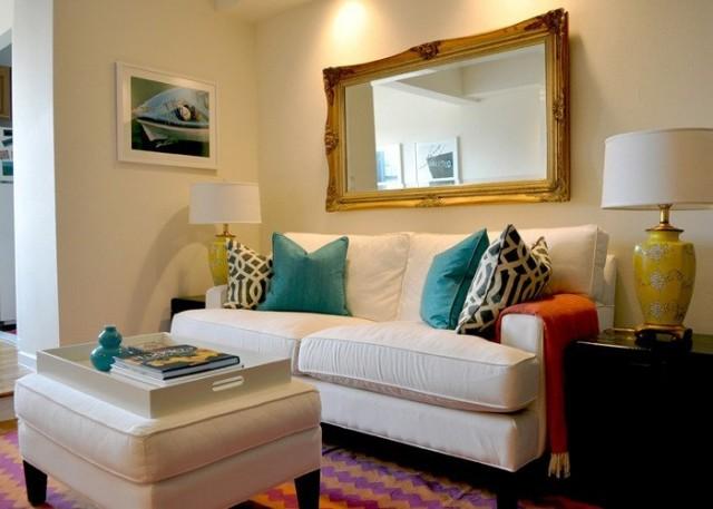 amarillo sofa y lamparas