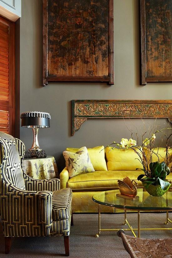 amarillo sofa oro