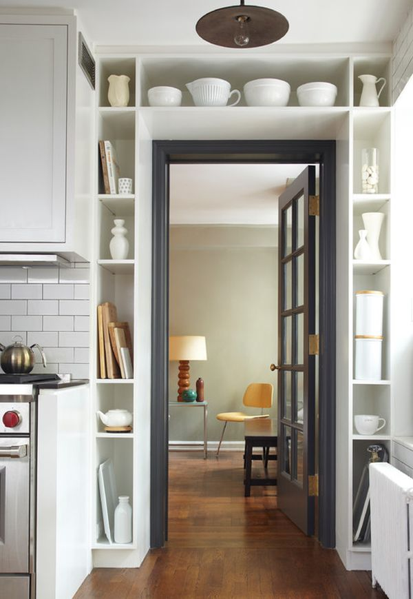 Dealing With Built In Kitchens For Small Spaces Crea Una Zona De Almacenaje Puedes Aprovechar La Entrada De La Casa